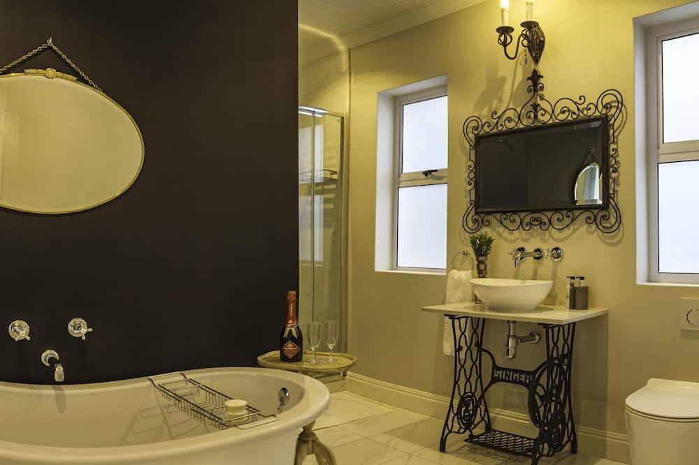 Comfort Room, 1 Bedroom (Calla Lily Suite) - Bathroom