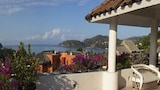 Choose this Apart-hotel in Zihuatanejo - Online Room Reservations