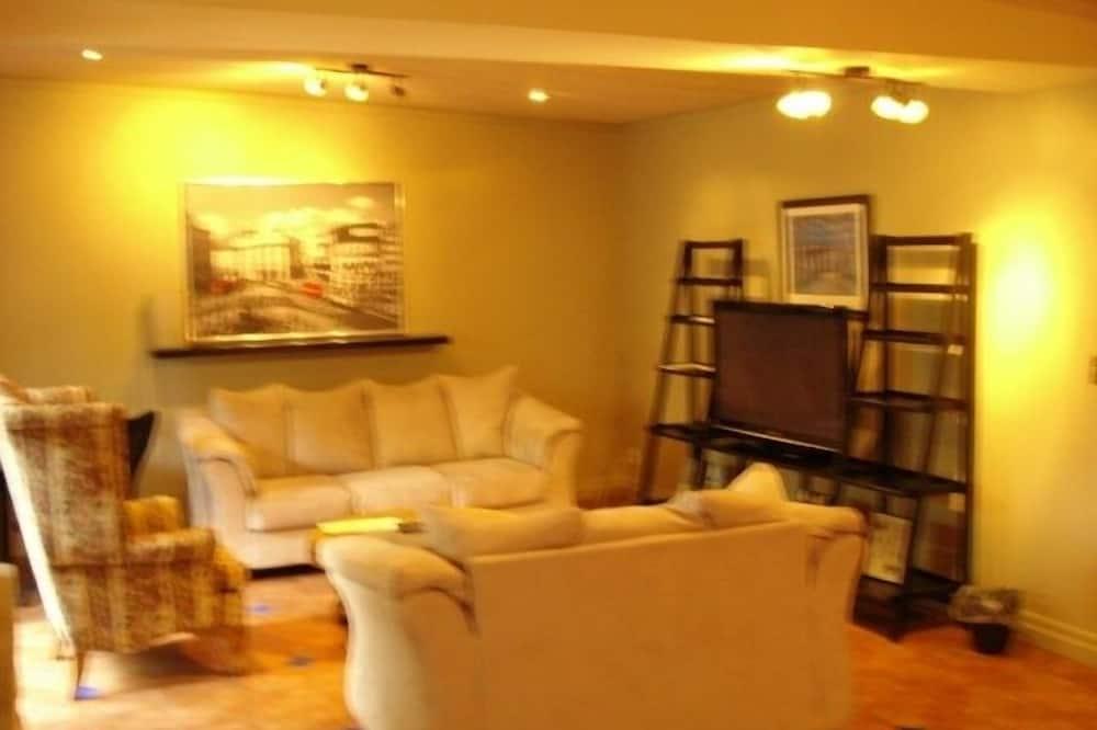 Rodinné apartmá, více ložnic, kuchyňský kout, přízemí - Obývací pokoj