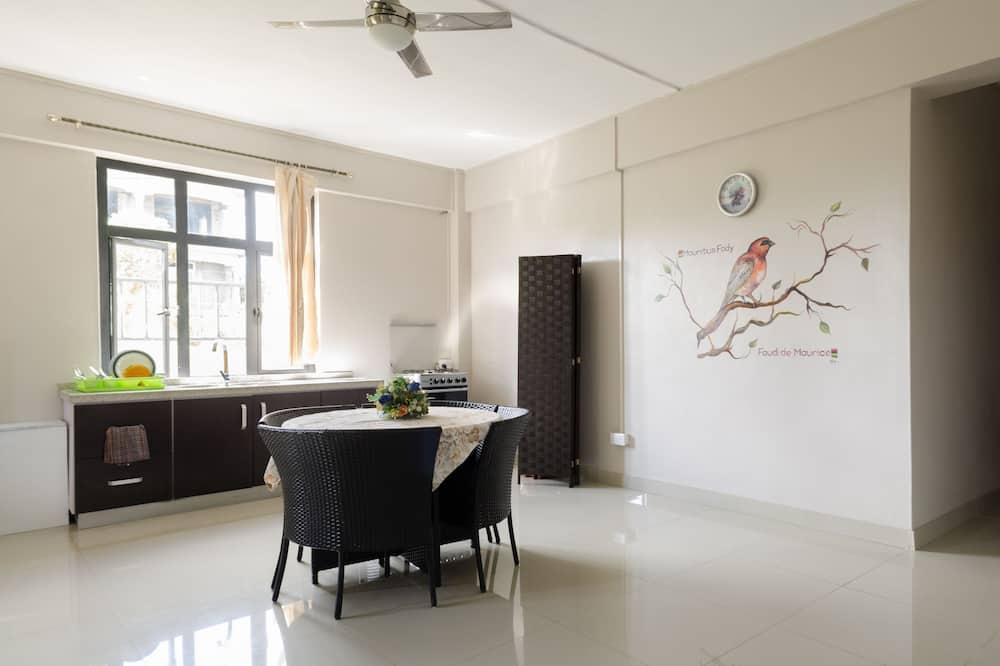 Family Villa, 4 Bedrooms, Garden View - In-Room Dining