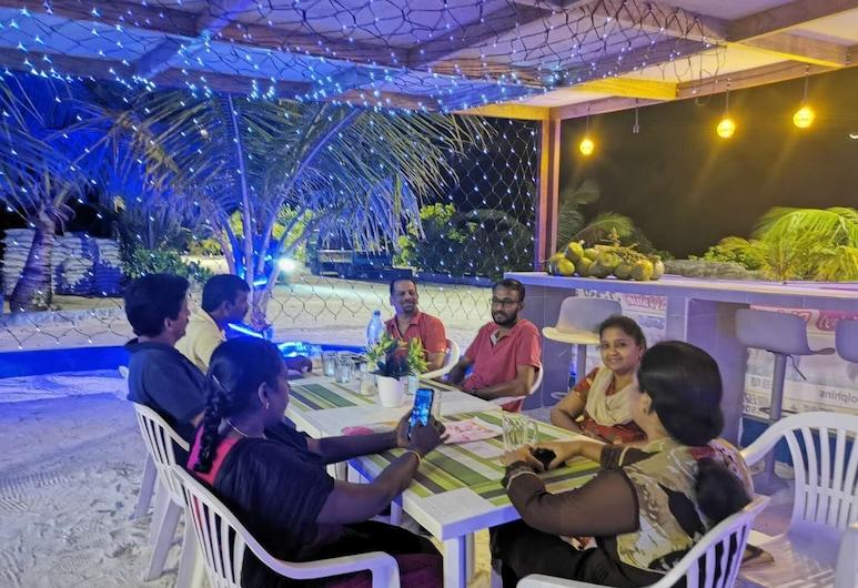 Ocean Vista Maafushi Maldives, Maafushi, Restoran na otvorenom