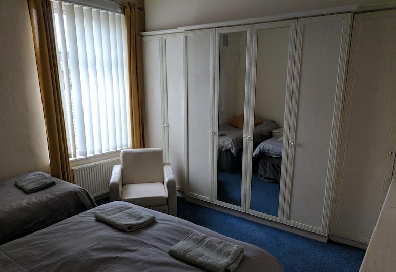 Fern Lodge, Preston, Family Triple Room, Shared Bathroom, Guest Room