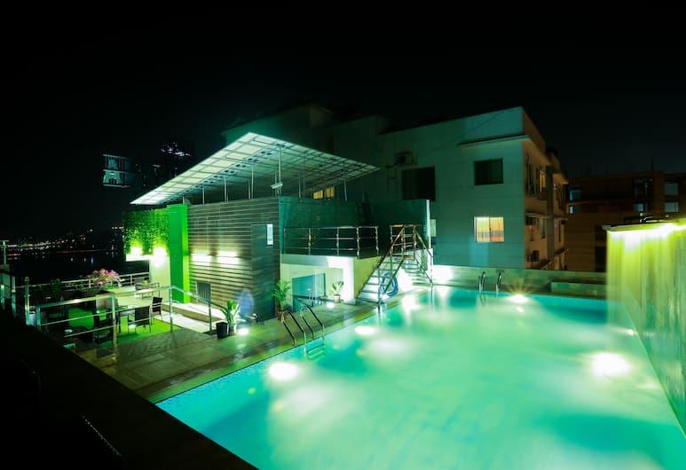 Coventina Lake Suites, Dhaka, Pool