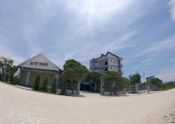 Picture of Quyet Thang Hotel and Beach in Ninh Hoa