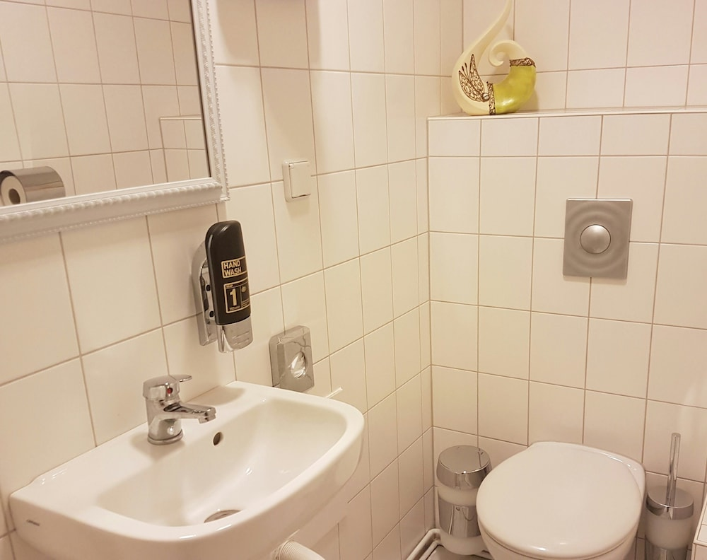 Facq Salle De Bain Zaventem ~ Hotel Pension Eberty Berlin Hotels Com