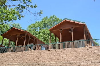 Φωτογραφία του Yogi Bear's Jellystone Park Camp Resort, Cave City