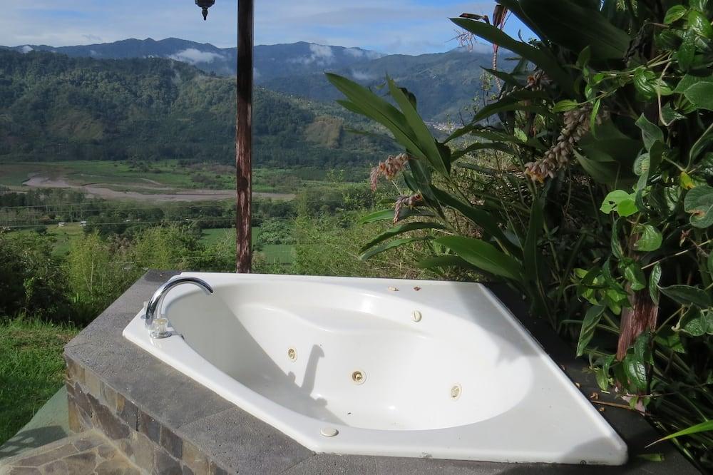 Bồn tắm spa ngoài trời