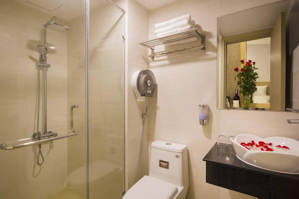 Superior-værelse med dobbeltseng eller 2 enkeltsenge - byudsigt - Badeværelse