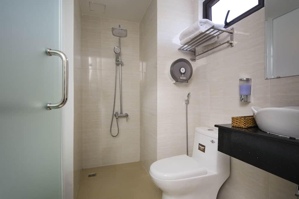 Standard-dobbeltværelse - byudsigt - Badeværelse