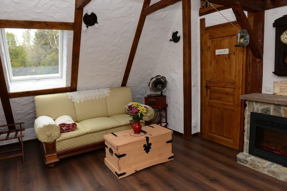 شقة - غرفتا نوم - بشرفة - منظر للحديقة - غرفة معيشة