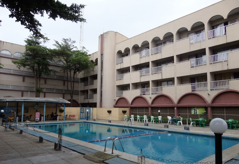 Excellence Hotel, Lagosas