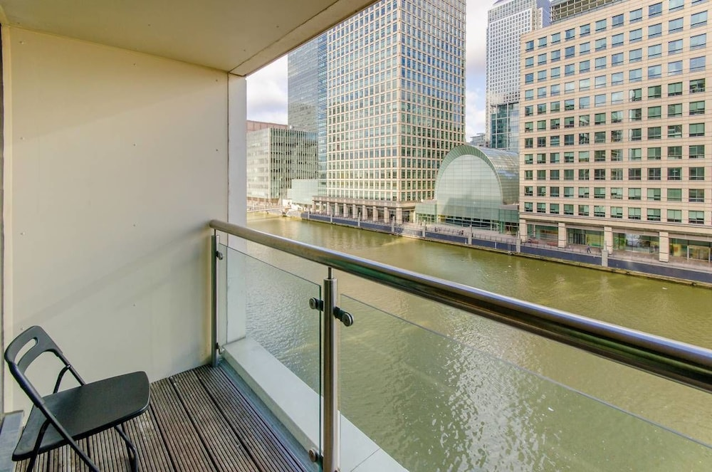 Canary Wharf Waterfront Apartments, London - 2018 Updated ...
