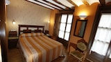 Reserve this hotel in Santo Domingo de la Calzada, Spain