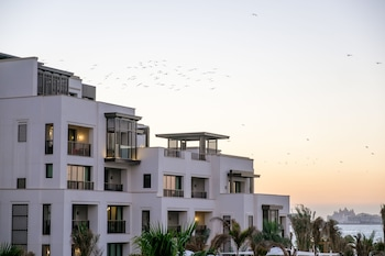Enter your travel dates, check our Dubai last minute prices