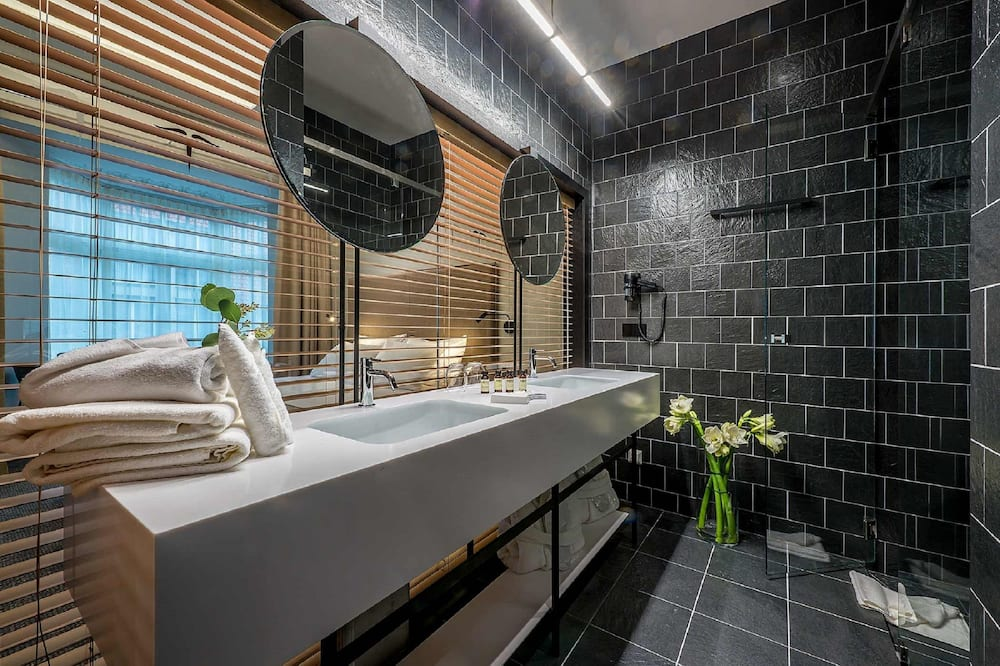 Business Double Room (single use) - Bathroom