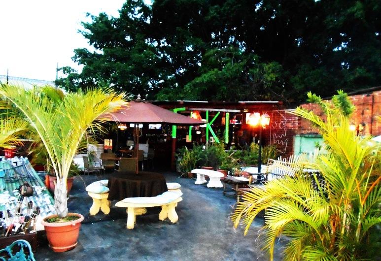 Suites Los Jicaros, San Pedro Sula, Terrace/Patio