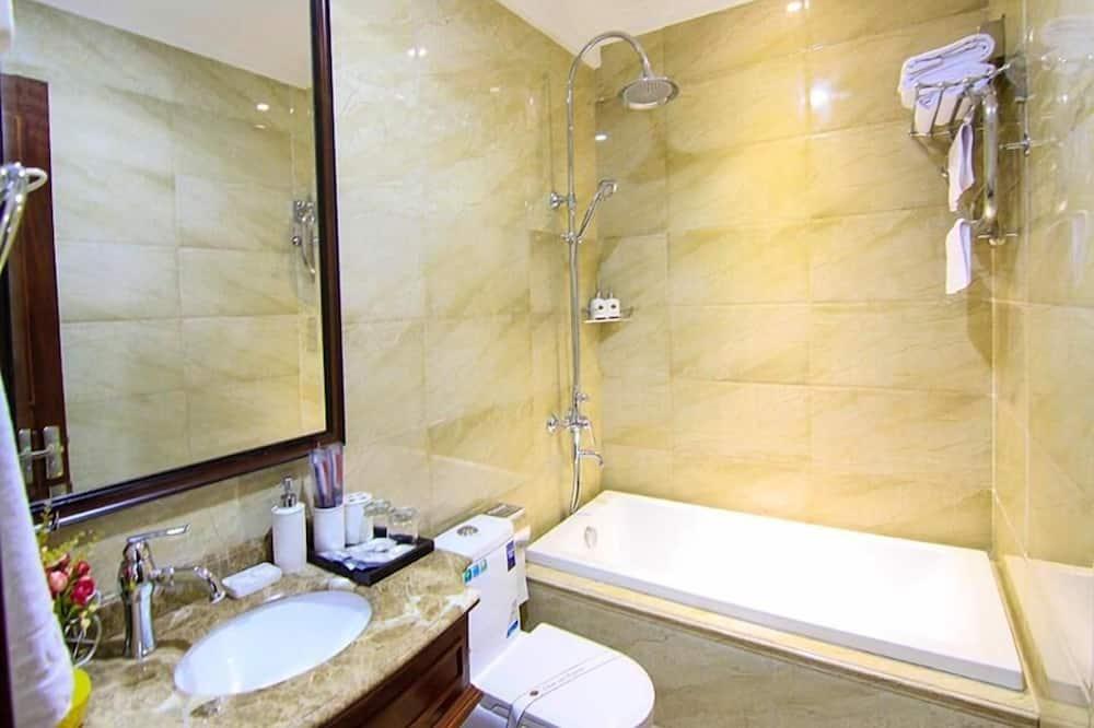Deluxe-Zweibettzimmer, Stadtblick - Badezimmer