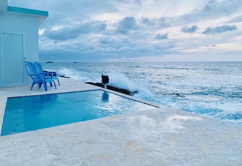 Discovery Inn at 681 Ocean Drive, Arecibo