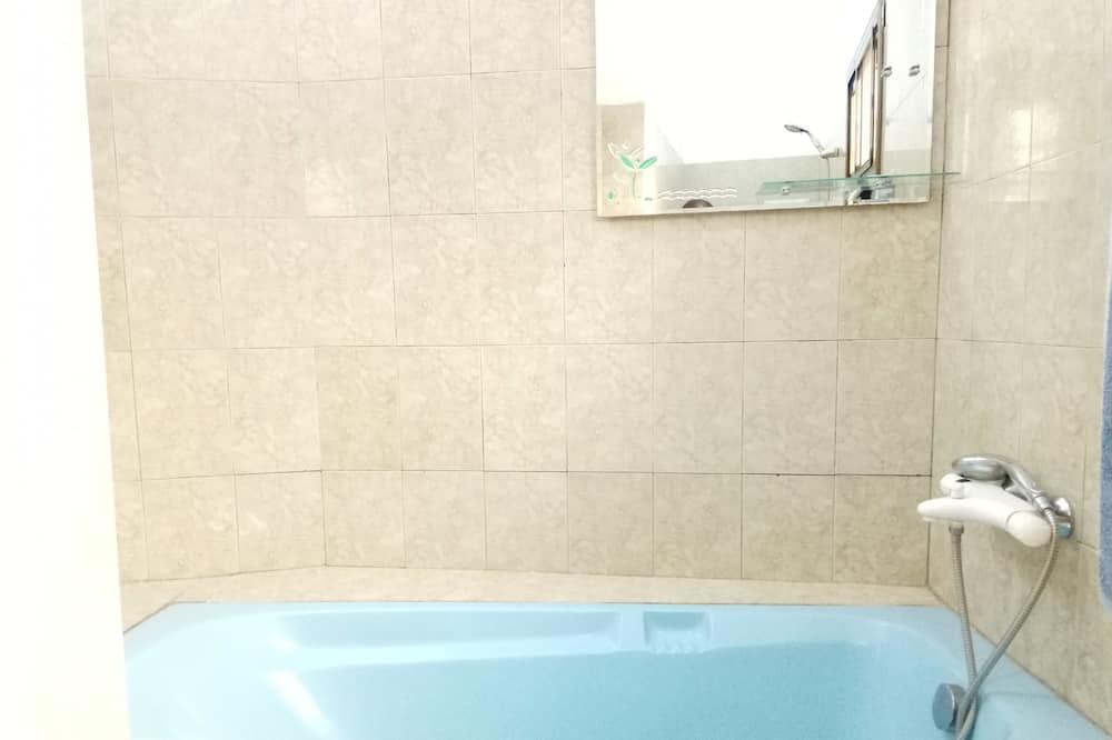 Grand Triple Room - Bathroom