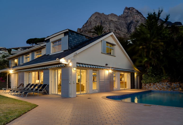 15 Woodford, Cape Town, Front of property - evening