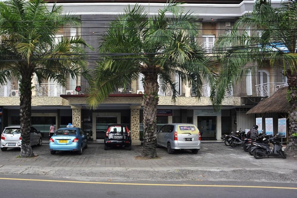 Airy Denpasar Barat Gatot Subroto 459 Bali Hotel Front