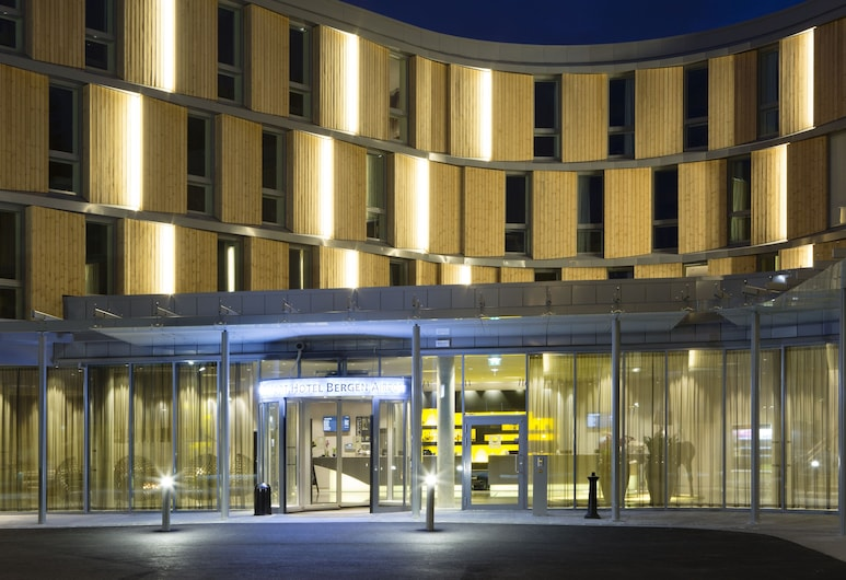 Comfort Hotel Bergen Airport Terminal, Bergen, Hotel Front – Evening/Night