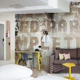 Standardzimmer, Mehrere Betten, Nichtraucher (2 Single and 2 Person Sofa Bed) - Wohnbereich