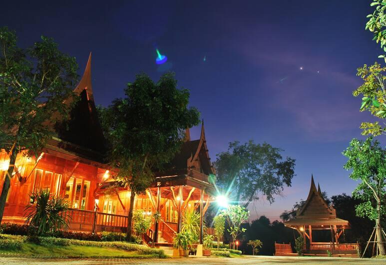 Ayodhara Village, Ayutthaya, Buitenkant