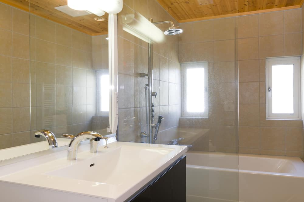 Ferienhaus, 5Schlafzimmer (2 double, 4 single, 4 bunk Beds) - Badezimmer