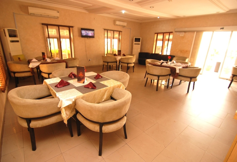 Pine Crest Exclusive Hotel & suite, אבוג'ה, בר המלון