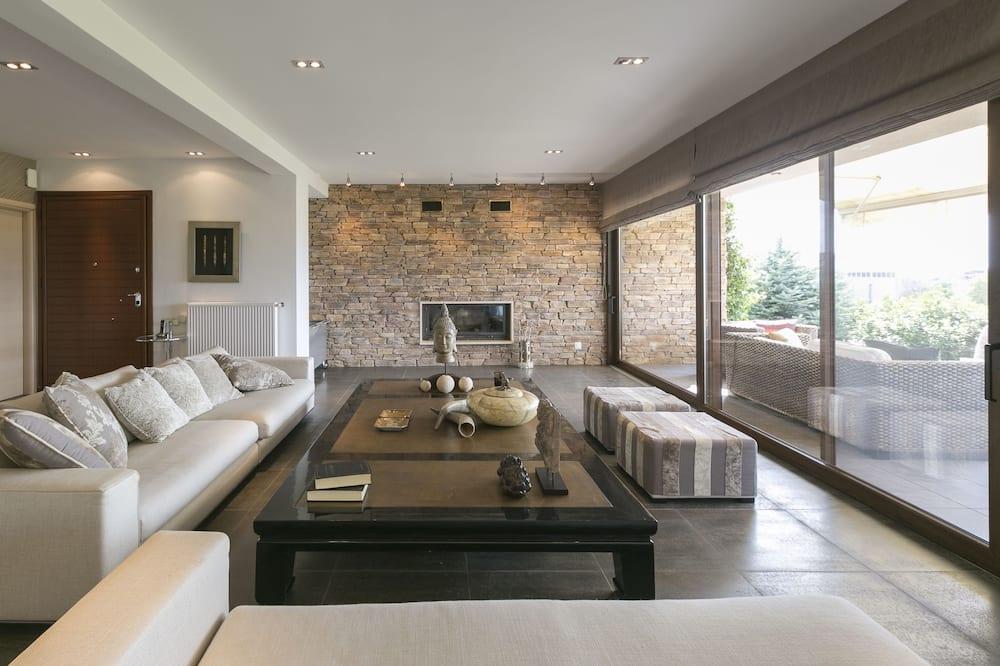 Signature Villa, 4 Bedrooms - Living Area