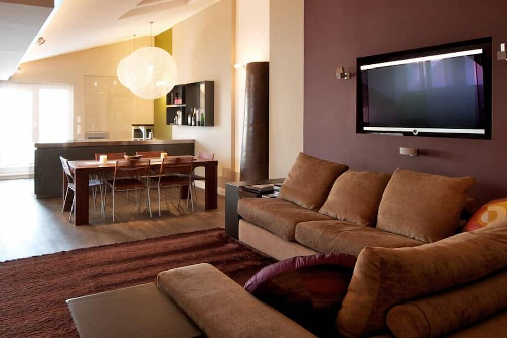 Design Penthouse, 1 Bedroom, Terrace (Cleaning fee 40 EUR) - Living Area