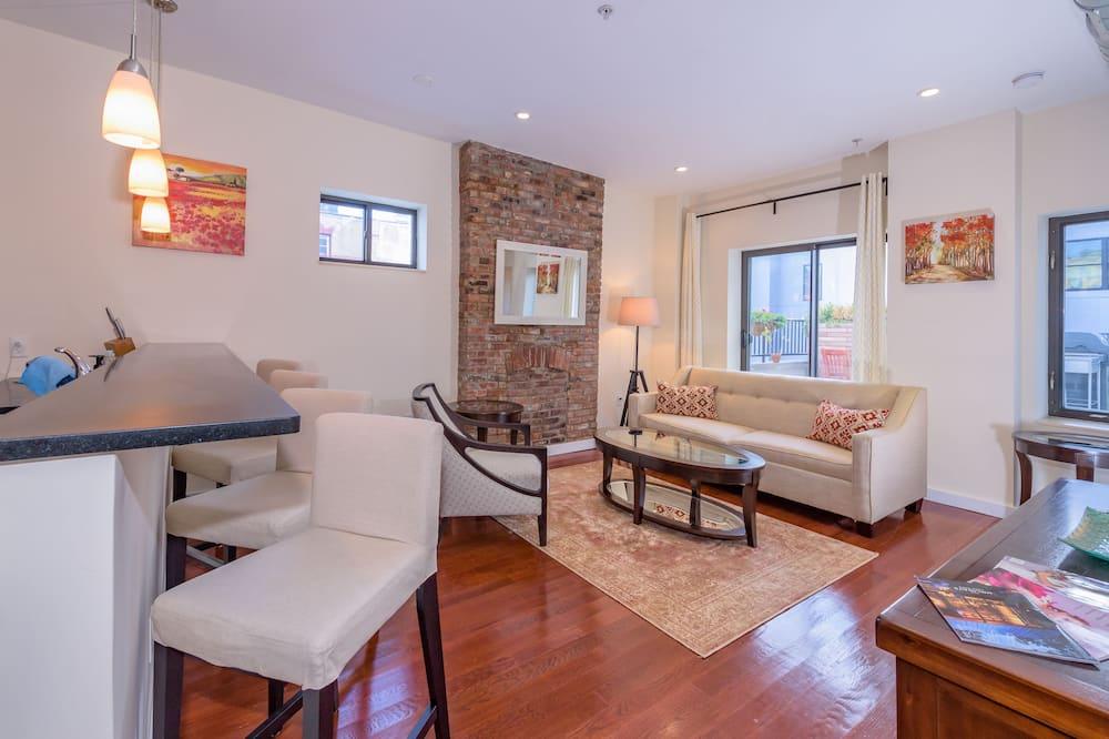 Luxury Apartment, 3 Bedrooms, Patio - Living Room