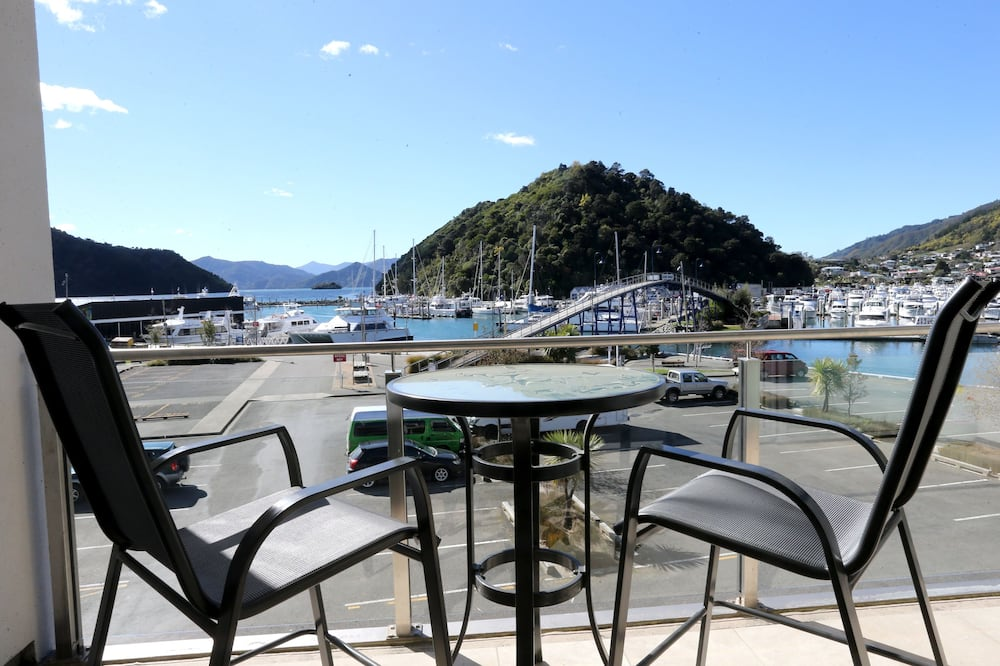 Luxury Waterfront Dockside 2 Bedroom Apartment - Balcony