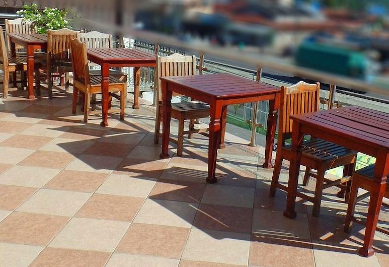 康衛飯店, 三蘭港, 露台