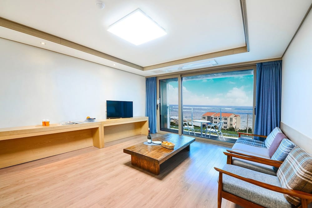 Family Double or Twin Room, 2 Bedrooms, Terrace, Beachfront - Room