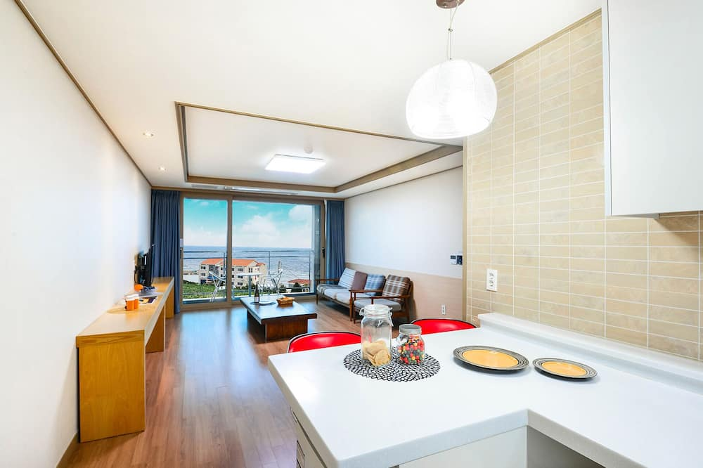 Family Double or Twin Room, 2 Bedrooms, Terrace, Beachfront - Living Area