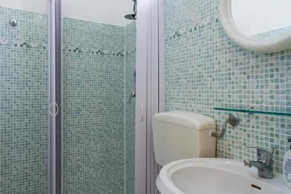 Comfort - kolmen hengen huone - Kylpyhuone