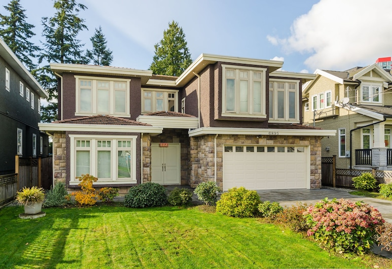 Imperial House Bed and Breakfast by Elevate Rooms, Burnaby