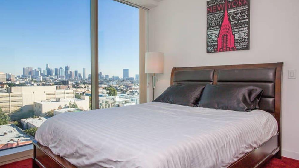 Modern LA 2 Bedroom Luxury Suites  Los Angeles  Guest Room. Book Modern LA 2 Bedroom Luxury Suites in Los Angeles   Hotels com