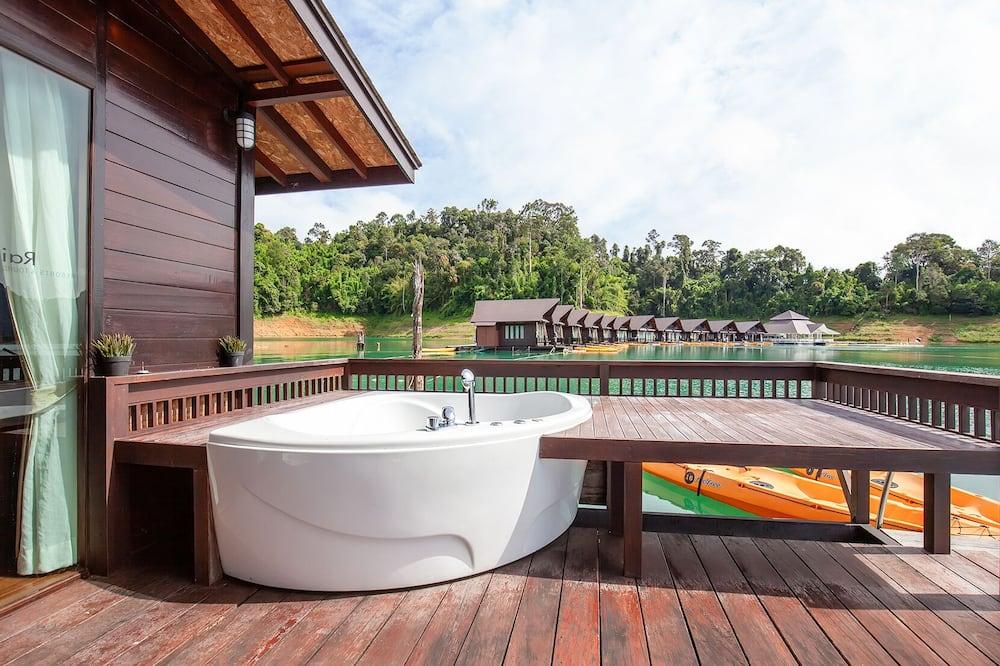 Honeymoon Suite - Private spa tub