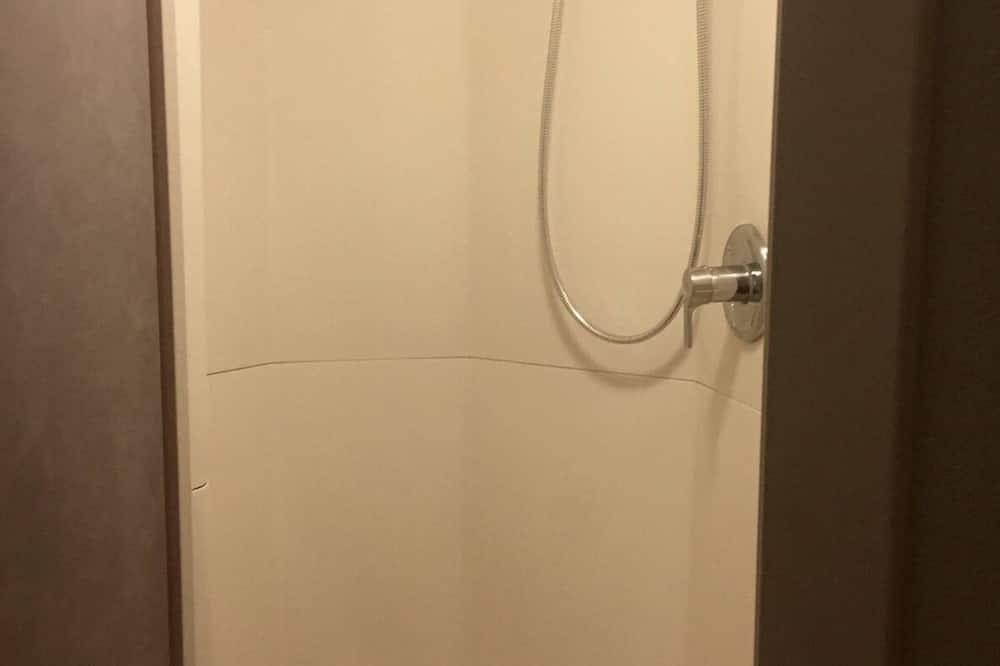 Twin Room, 2 Single Beds - Bathroom Shower