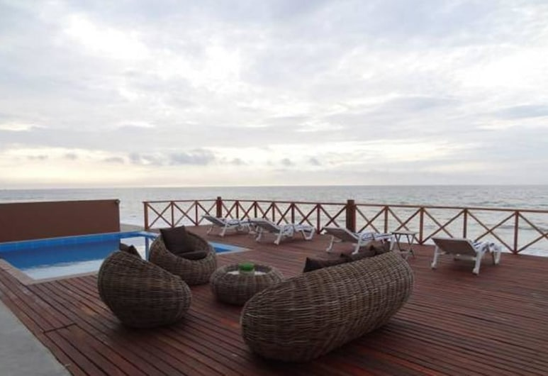 Casa de Playa Akas, Canoas de Punta Sal, Lauko baseinas