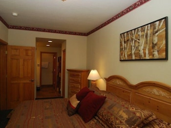 Picture of Hidden River Lodge 2 Bedroom Apartment by Key to the Rockies in Keystone
