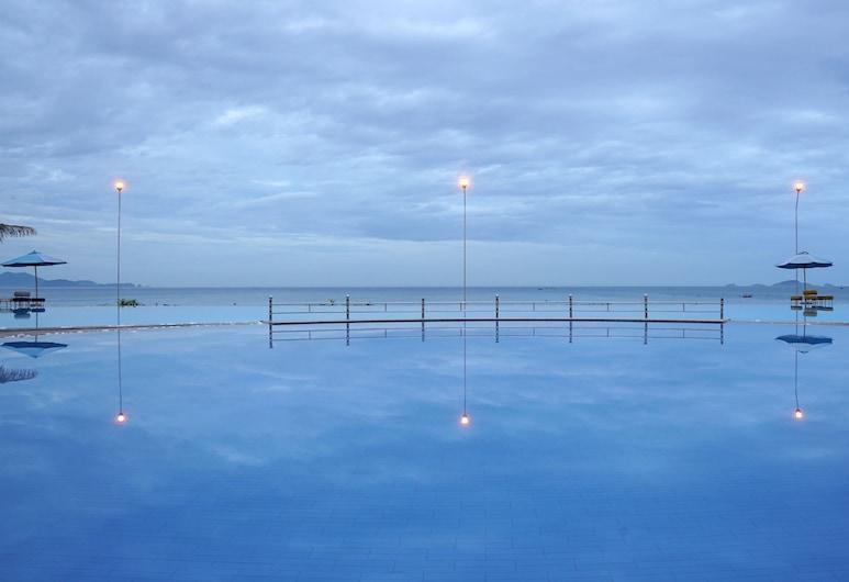 Golden Peak Resort & Spa, Cam Ranh, Pool