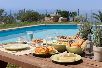 A(z) Triopetra Luxury Villas Panagia hotel fényképe itt: Agios Vasileios