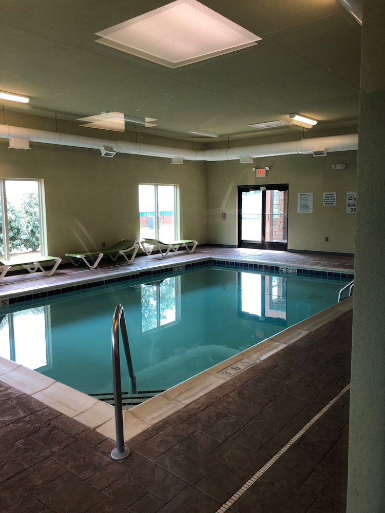 Country View Inn Suites Robinson Indoor Pool