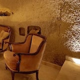 Family Suite, Ground Floor (Cave) - Living Area
