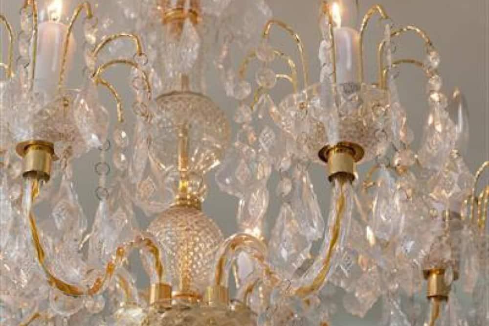 Luxury Δίκλινο Δωμάτιο (Double), Μπάνιο στο δωμάτιο, Θέα στη Λίμνη (Versailles) - Δωμάτιο επισκεπτών