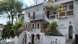 Choose This Cheap Hotel in Taxco